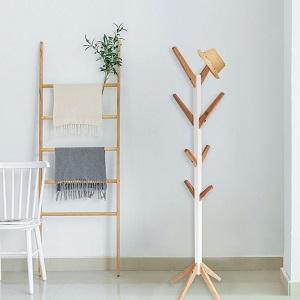 Perchero de original madera elegante