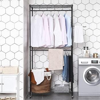 perchero en lavanderia lavadora